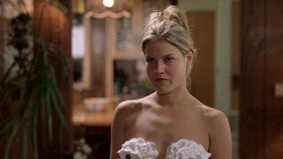 Ali Larter nude but covered, Tonie Perensky and Bristi Havins nude too – Varsity Blues (1999) HD 1080p BluRay (1)