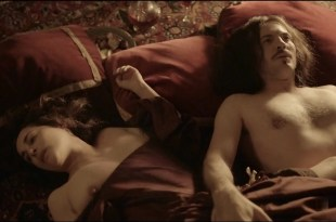 Amira Casar nude topless and sex – Versailles (FR-2015) s01e07 HDTV 1080p