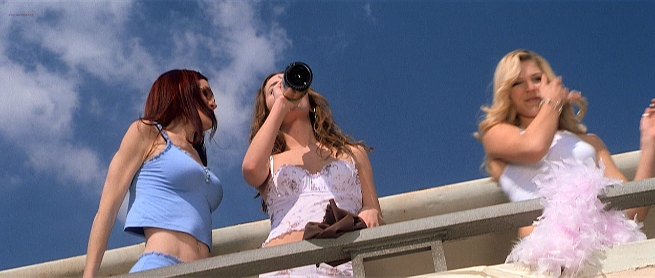 Eliza Dushku hot Shannon Elizabeth hot and busty other's sexy. - Jay and Silent Bob Strike Back (2001) HD 720p BluRay (2)