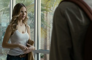 Halston Sage hot and sexy – Paper Towns (2015) HD 1080p BluRay