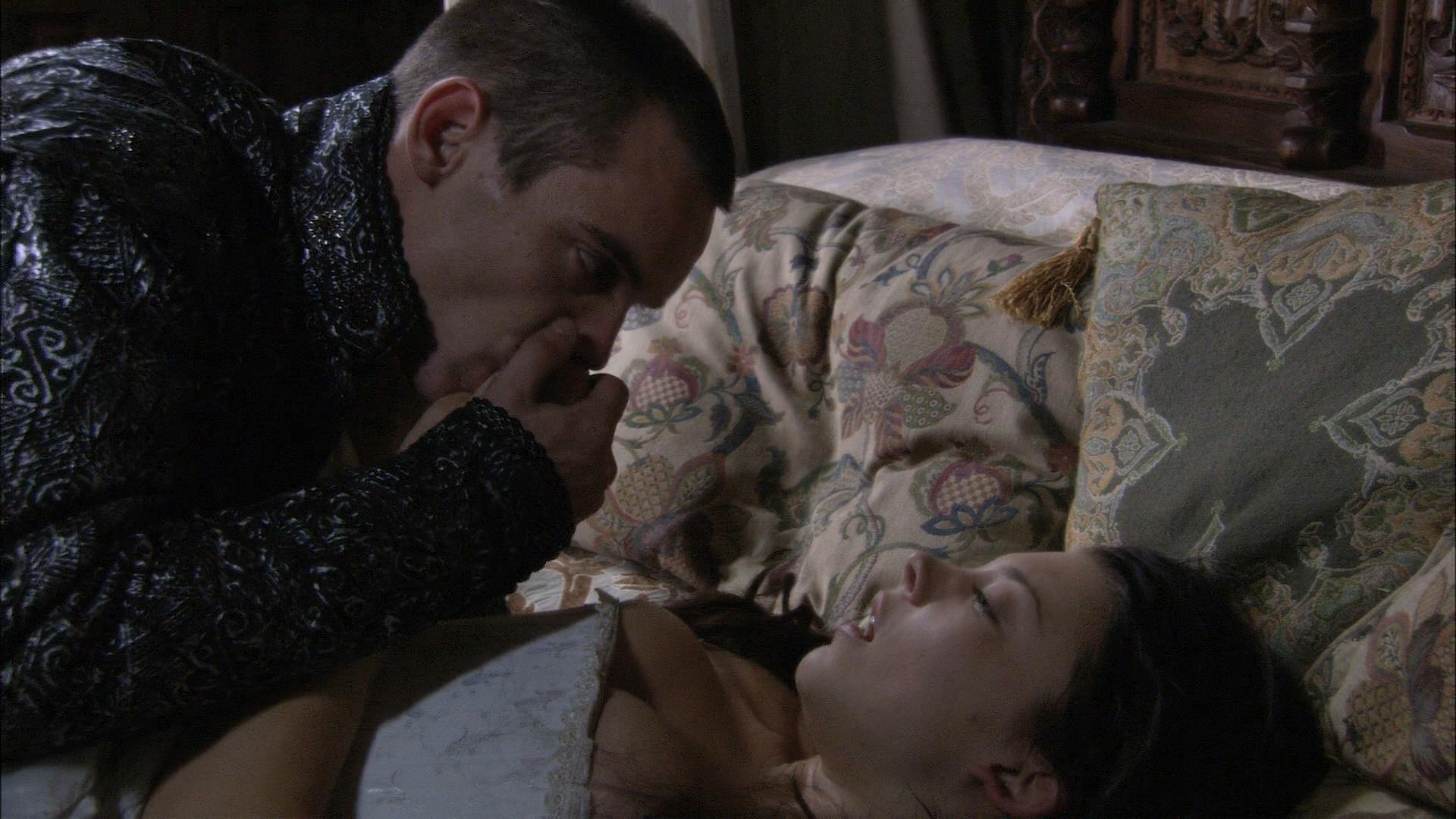 Natalie Dormer hot sex and Gabrielle Anwar hot - The Tudors (2007) S01E05 HD 1080p (3)
