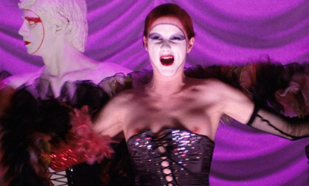 Susan Sarandon hot and sexy and Nell Campbell nude nipple slip - The Rocky Horror Picture Show (1975) HD 1080p BluRay (1)