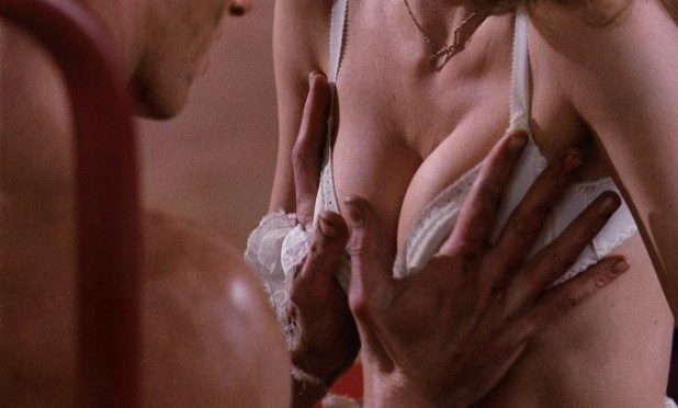 Susan Sarandon hot and sexy and Nell Campbell nude nipple slip - The Rocky Horror Picture Show (1975) HD 1080p BluRay (4)