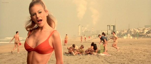 Penélope-Cruz-hot-and-sexy-Franka-Potente-hot-in-bikini-Blow-2001-HD-1080p-BluRay-3
