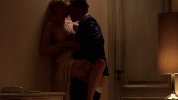 Elizabeth Debicki nude boob – The Night Manager (2016) s1e4 HD 1080p (2)