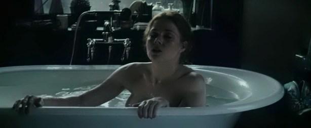 Amy Adams hot boobs in the tube - Batman v Superman Dawn of Justice (2016) 720 (1)