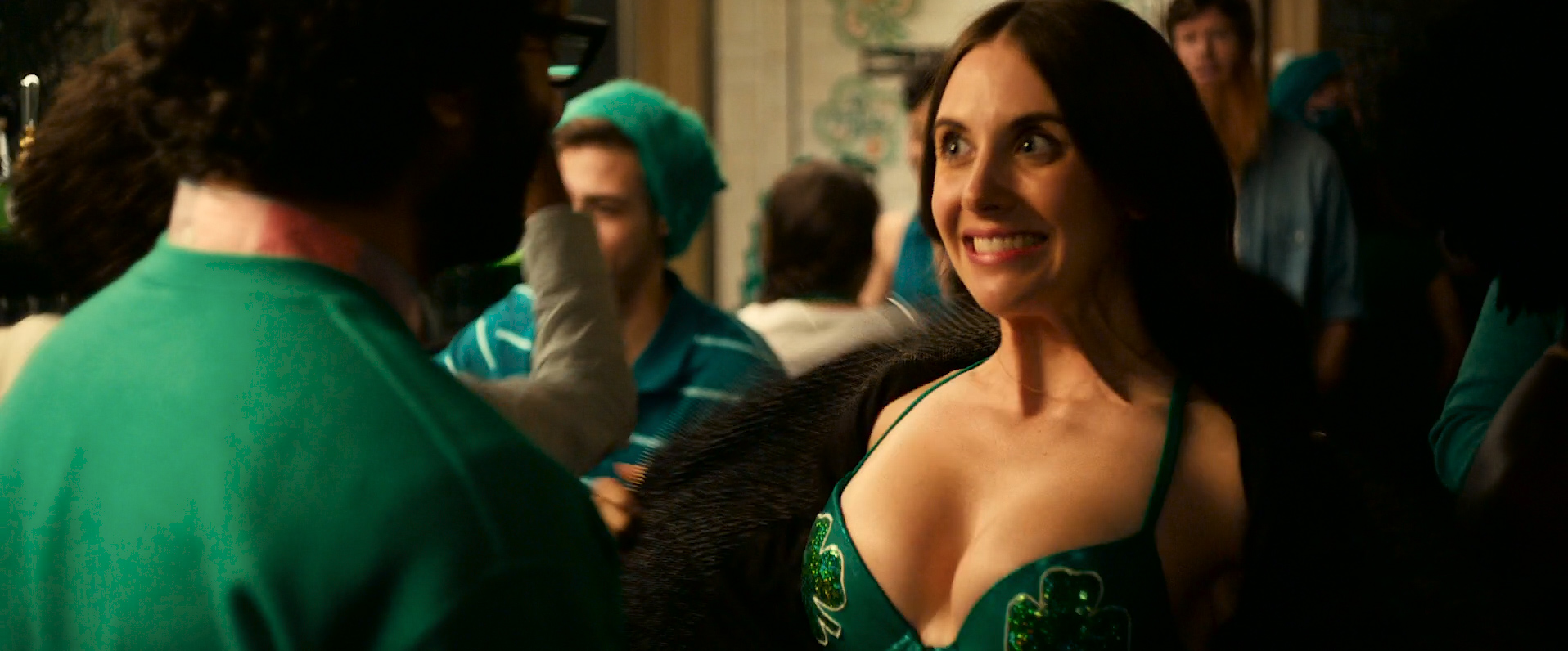 Dakota Johnson hot and sexy, Alison Brie hot cleavage and Leslie Man sex - How to Be Single (2016) HD 1080 WEB-DL (1)