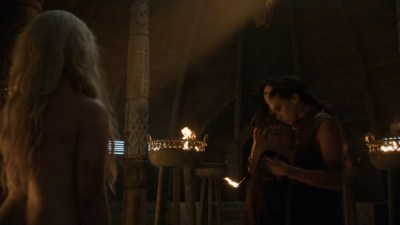 Emilia Clarke nude barley side boob – Game of Thrones (2016) s603 HDTV 1080p (1)