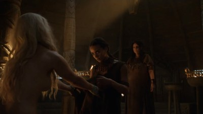 Emilia Clarke nude barley side boob – Game of Thrones (2016) s603 HDTV 1080p (8)