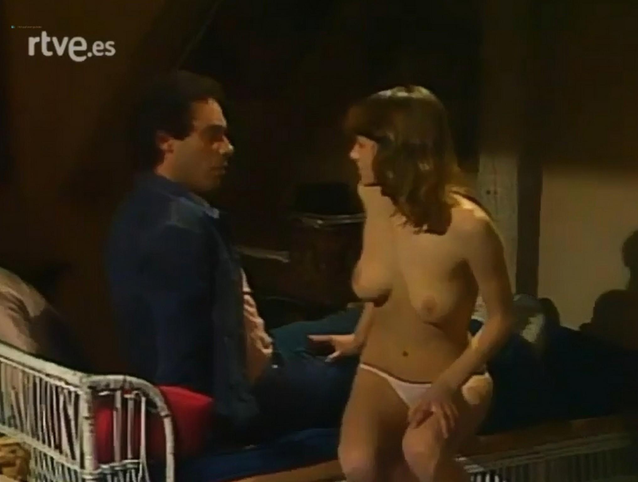 Emma Suárez nude topless- El Próximo Verano (Es-1983) (5)
