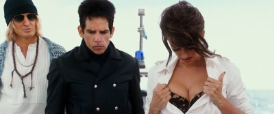 Penélope Cruz hot busty cleavage and Naomi Campbell hot - Zoolander 2 (2016) HD 1080p Web-Dl (2)