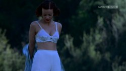 Joanna Going nude topless and butt and Samantha Mathis hot and wet - How to Make an American Quilt (1995) HDTV 720p (7)