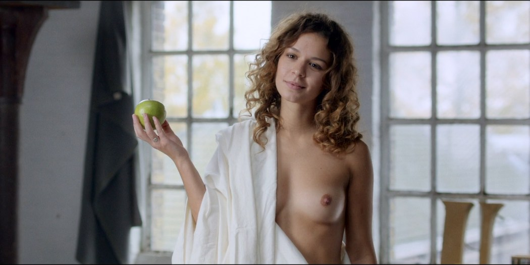 Anouk Kleykamp nude topless, Jennifer Hoffman hot and Jelka van Houten sexy - Familieweekend (NL-2016) HD 1080p BluRay (2)