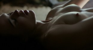 Ellen Page nude topless and Evan Rachel Wood nude in bath – Into the Forest (2015) HD 1080p Web-Dl