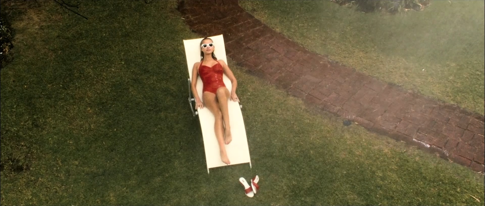 Tahyna Tozzi hot and wet and Kristi-Lee Kalendra nude topless - Beautiful (AU-2009) 1080p BluRay (8)