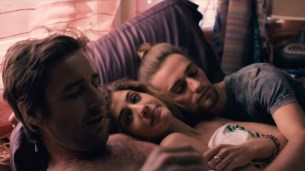 Taylor Marie Frey nude bush and butt, Carla Gugino and Jacqueline Byers hot - Roadies (2016) s1e3 HDTV 720p (7)
