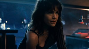 Taylor Marie Frey nude bush and butt, Carla Gugino and Jacqueline Byers hot - Roadies (2016) s1e3 HDTV 720p (1)