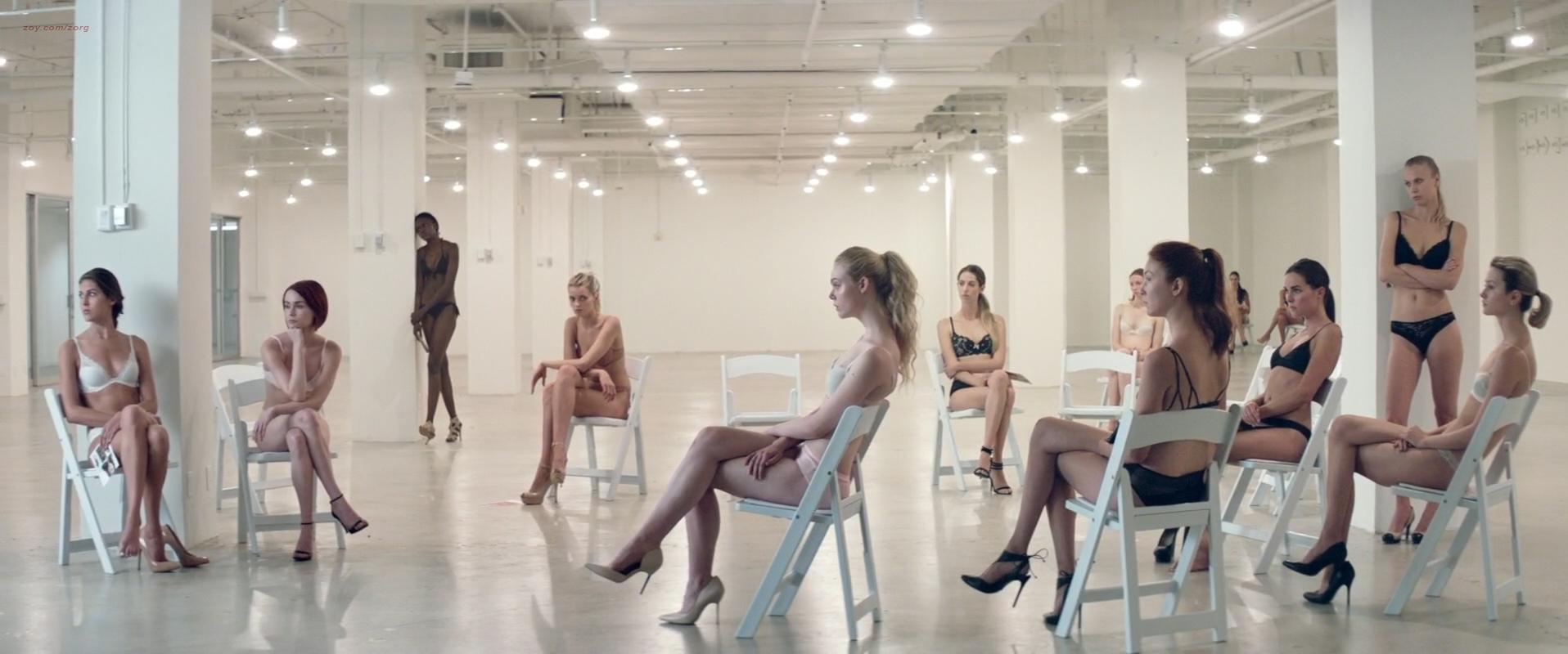 Elle Fanning hot Jena Malone, Bella Heathcote and Abbey Lee nude, topless, bush- The Neon Demon (2016) 1080p WEB-DL (14)
