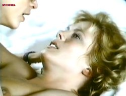 Mimsy Farmer nude topless some sex - L'amant de poche (FR-1978) (2)