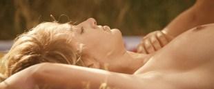 Pauline Lefevre nude topless and hot sex - Voir la mer (FR-2011) HD 1080p BluRay