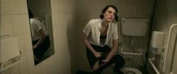 Phoebe Waller Bridge nude nip-slip and Sarah Daykin briefly nipple too - Fleabag (2016) s1e1-4 HD 1080p (4)