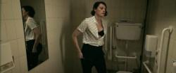 Phoebe Waller Bridge nude nip-slip and Sarah Daykin briefly nipple too - Fleabag (2016) s1e1-4 HD 1080p (3)