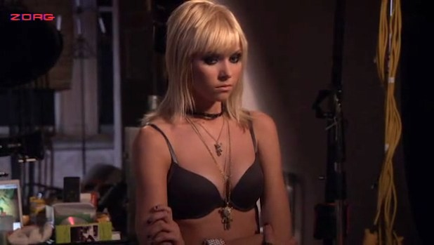 Willa Holland hot and sexy and Taylor Momsen hot bra - Gossip Girl (2010) s02e08 (14)