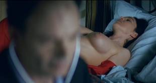 Monica Bellucci nude topless - Combien tu m'aimes? (FR-2005) HDTV 720p (14)