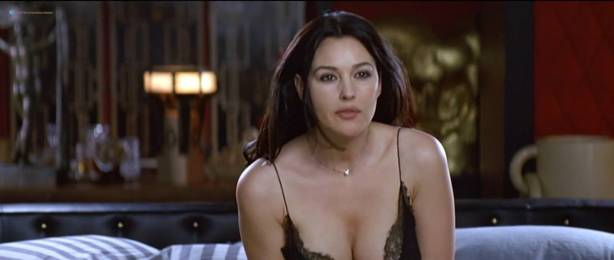 Monica Bellucci nude topless - Combien tu m'aimes? (FR-2005) HDTV 720p (7)
