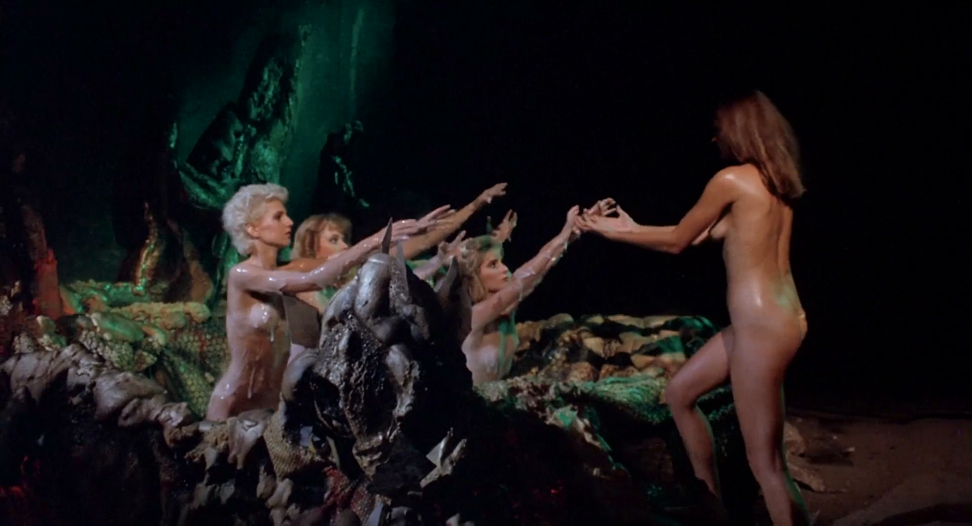 Frances Raines nude butt boobs, LeeAnne Baker, Natalie O'Connell other's nude - Breeders (1986) HD 1080p (17)