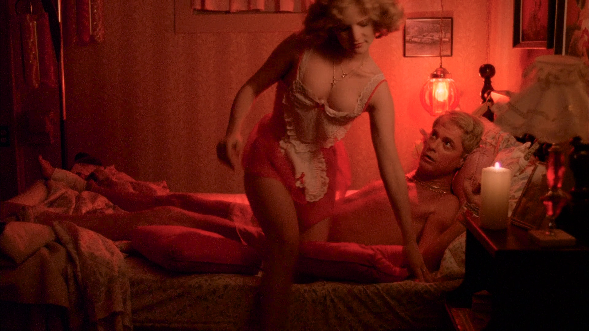 Jamie Lee Curtis nude topless and Jennifer Jason Leigh hot and sexy - Grandview U.S.A (1984) HD 1080p BluRay (13)