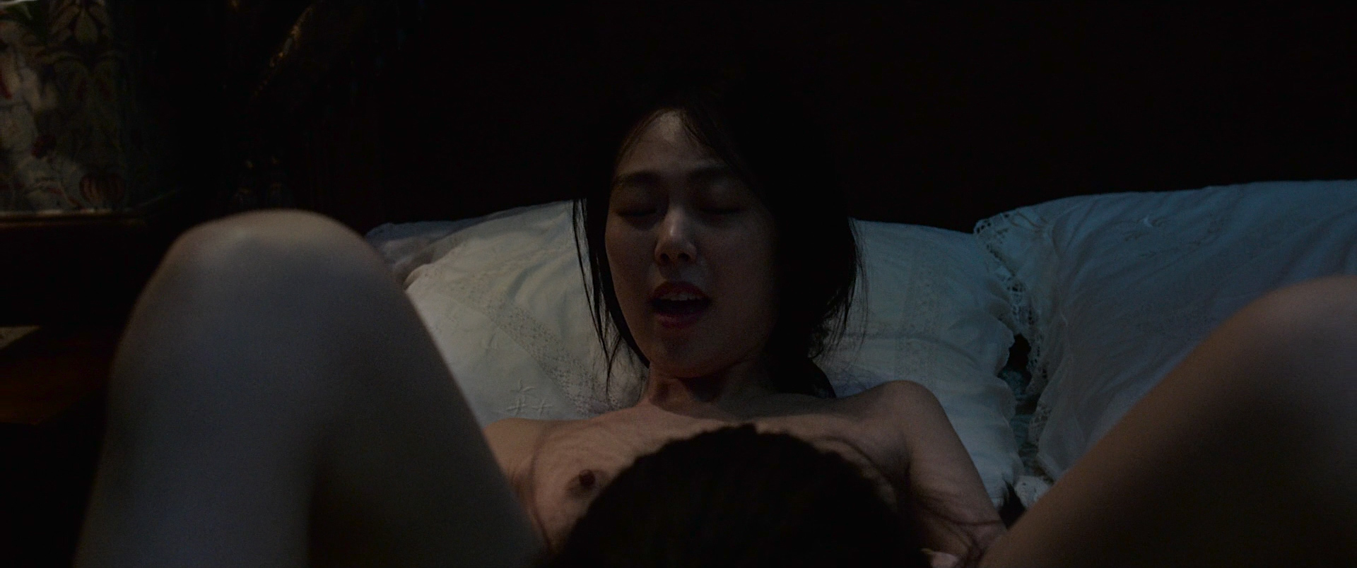 Kim Min-Hee nude topless oral and Kim Tae-Ri nude lesbian sex - The Handmaiden (KR-2016) HD 1080p BluRay (8)