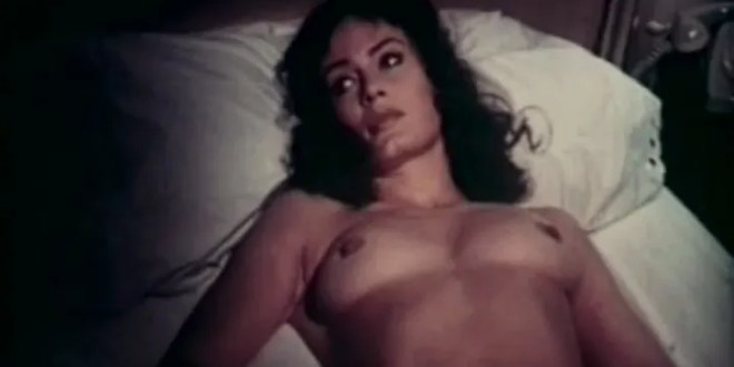 Marisa Mell nude topless and sex and Helga Line nude topless - La moglie giovane (IT-1974) (6)