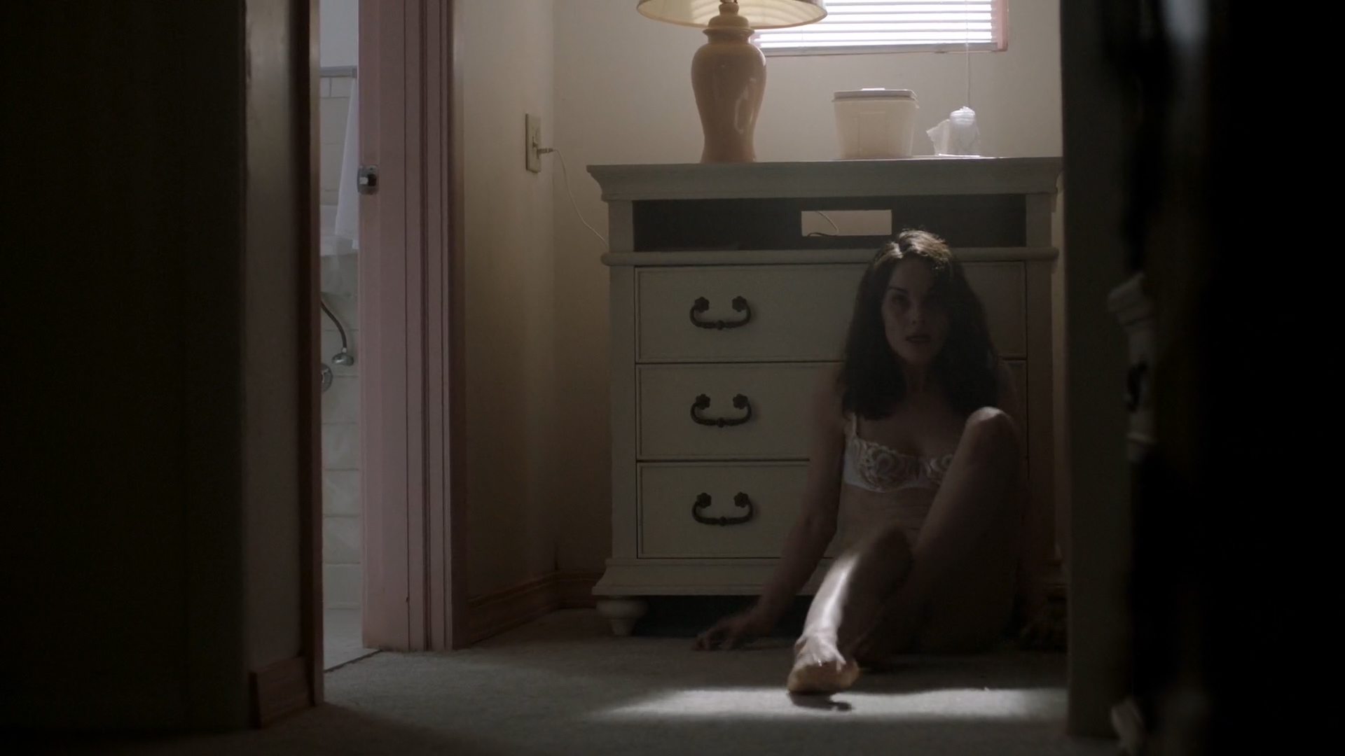 Michelle Dockery hot and sexy in lingerie – Good Behavior (2016) s01e01 HD 1080p (9)