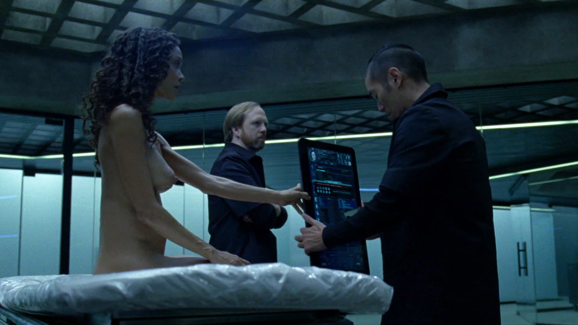 Thandie Newton nude bush and boobs - Westworld (2016) s1e8 HD 1080p (4)
