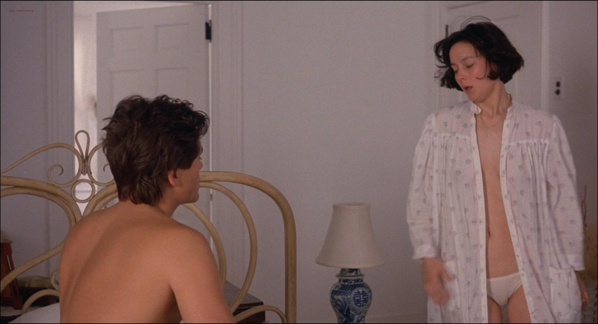 Kim Cattrall nude topless Meg Tilly hot sex Dana Delany hot bikini - Masquerade (1988) HD 1080p BluRay (13)