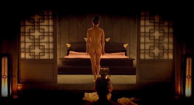 Yeo-Jeong Jo nude butt, topless and hot sex - The Concubine (KR-2012) HD 1080p (5)