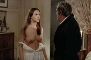 Carole Bouquet nude Angela Molina nude bush – That Obscure Object of Desire (1977) HD 1080p BluRay