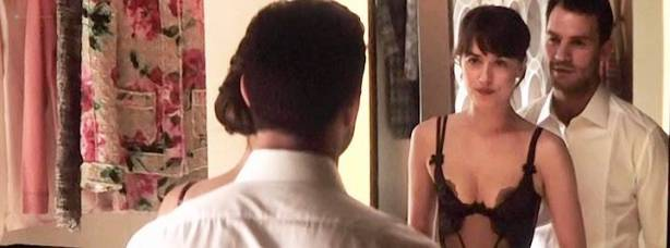 Dakota Johnson nude and bondage and sex - Fifty Shades Darker (2017) TS (7)