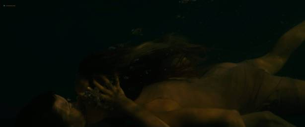 Julie Marie Parmentier nude Roxane Durane nude wet - Evolution (FR-2016) HD 1080p BluRay (13)