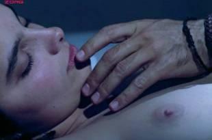 Laura Morante nude topless and Teresa Villaverde nude - A Flor do Mar (PT-1986) (4)