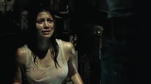 Jessica Biel hot see throuh - The Texas Chainsaw Massacre (2003) HD 1080p BluRay (12)