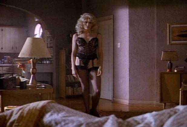 Mariel Hemingway nude side bob sexy in lingerie - Tales from the Crypt (1991) s3e1 (8)