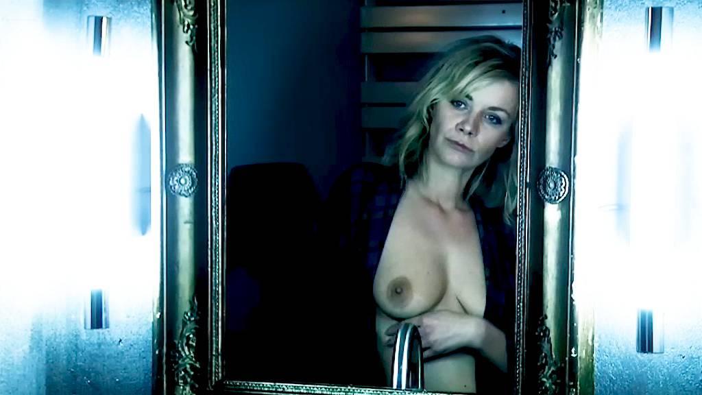 Leïla Denio nude Valérie Maës nude and explicit blow job and sex - Chroniques sexuelles d'une famille d'aujourd'hui (2012) (4)