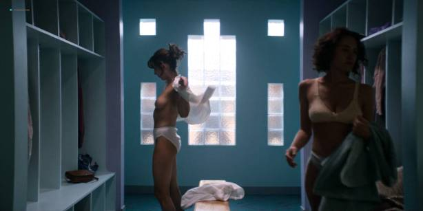 Alison Brie nude topless and sex - Glow ( 2017) s1e1 HD 720 - 1080p (8)