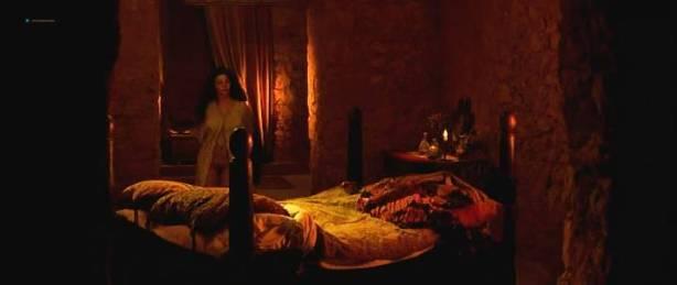 Maribel Verdú nude bush Candela Peña nude sex Penelope Cruz hot - La Celestina (ES-1996) (15)