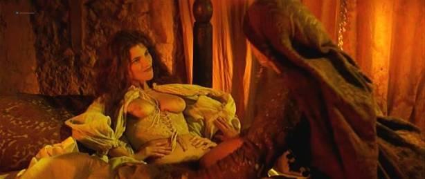 Maribel Verdú nude bush Candela Peña nude sex Penelope Cruz hot - La Celestina (ES-1996) (12)