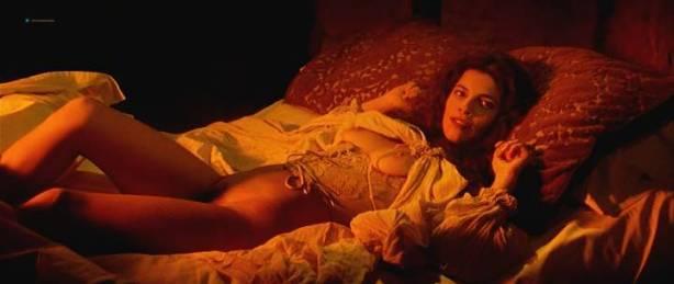 Maribel Verdú nude bush Candela Peña nude sex Penelope Cruz hot - La Celestina (ES-1996) (9)