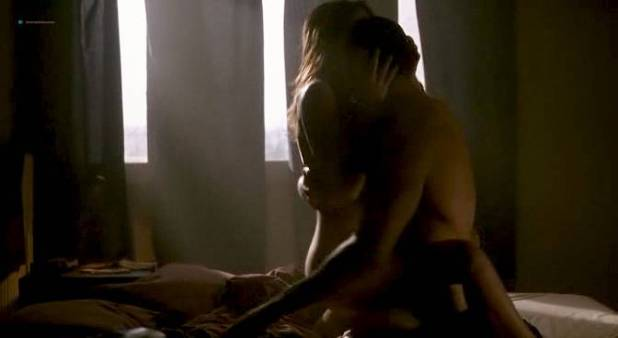 Virginie Ledoyen nude brief topless - De l'amour (FR-2001) (8)
