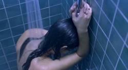 Virginie Ledoyen nude brief topless - De l'amour (FR-2001) (2)